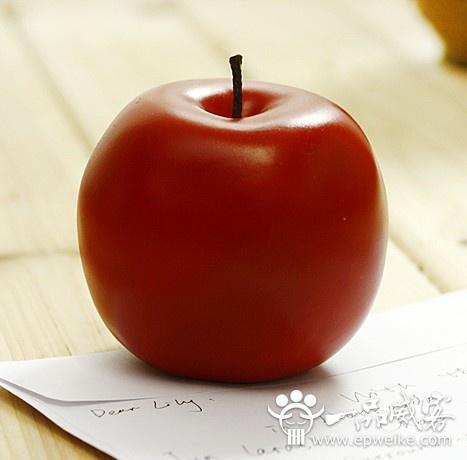 """也有把国产的红富士苹果包装成""""平安果""""的."""
