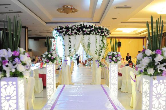 草原婚礼流程,如何在草原上举办一场盛大的婚礼