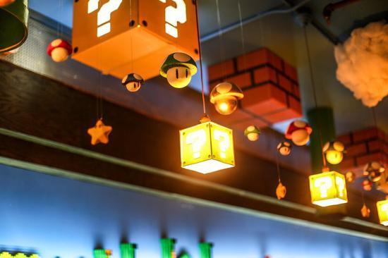 酒吧装修成《超级玛丽》主题