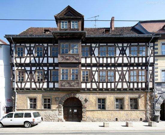框架建筑结构设计与砖混建筑结构设计的抗震性能理论分析