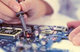 硬件开发与软件开发哪个前景更好